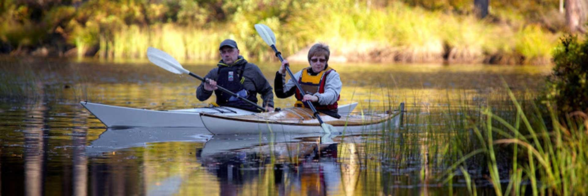 Åk på vildmarksexpedition och paddla kanot